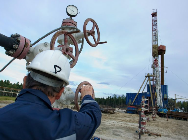 Canadian Company Commissions 3 Bitcoin Mining Units to Restart Oil Well